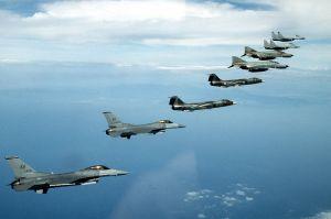 800px-NATO_fighters_1995_F-16_F-104_F-4_MiG-29