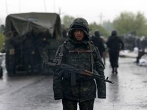 ukraine-soldiers-rain-AP