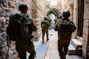 2014_Rosenberg_israelisoldiers-city