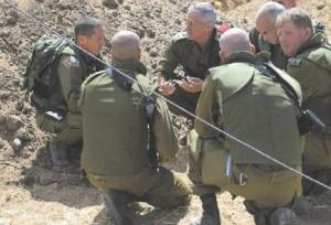 2014_Israel_Hayom_Gantz&Troops