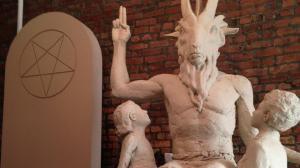 2015_yahoo_news_ht_satan_statue_3_kab_140502_16x9_992