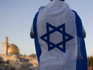 2014_israeli-flag-worn-ap